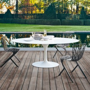 Saarinen_high_table_for_outdoor_Knoll